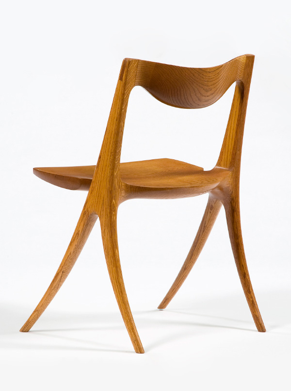 Wendell Castle's sculptural approach to furniture design is evident in the sinuous form of his 1968 Wishbone chair, crafted from solid, hand-carved oak (photo by Sherry Griffin). Previous page: Castle in 2012 (photo by Antonino Barbagallo Fotografia Inc., courtesy of Friedman Benda and the artist)