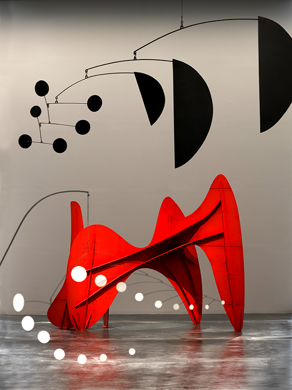 Together with the architect Frank Gehry, Barron designed the exhibition to draw formal connections between works. Here, two mobiles play off the stabile La Grande vitesse (intermediate maquette), 1969.