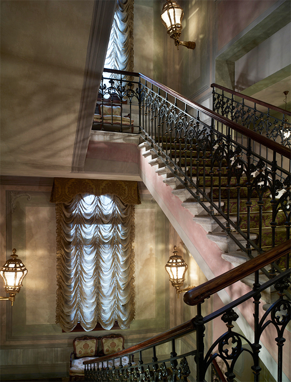 Chewning commissioned local artisans to create new frescoes for the Gritti's main staircase; based on historic Venetian examples, they blend seamlessly with the hotel's original design elements.