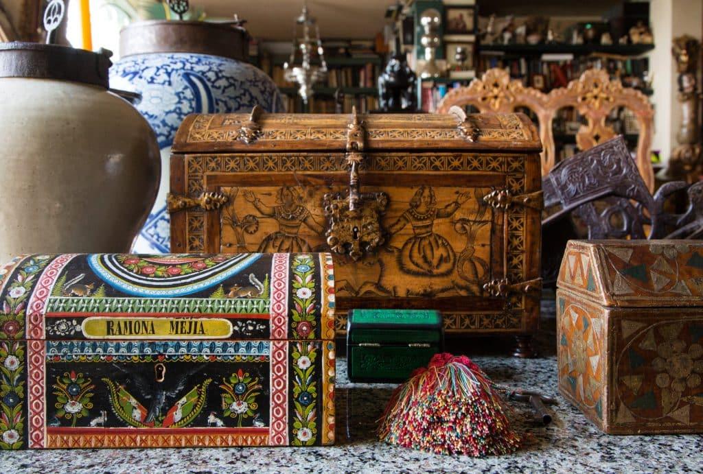 Decorative boxes in the Rodrigo Rivero Lake showroom