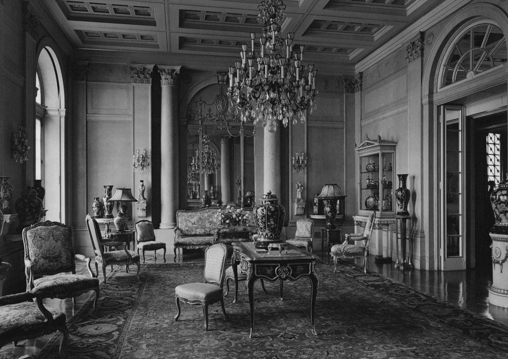 John D. Rockefeller Chinese porcelain layed many of the pieces of Chinese porcelain drawing room 1936 Abby Aldrich Rockefeller Duveen Brothers and the Market for Decorative Arts Charlotte Vignon